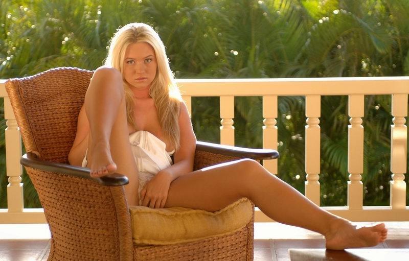 alison-angel.com-nude-outdoor